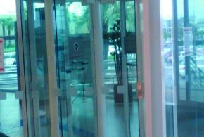 Após cobrança do Sindicato Itaú instala porta de segurança em agência do shopping em São Caetano do Sul