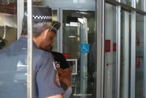 Gestores do Santander chamam polícia para abriragência e depois não querem atender clientes