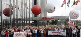 Bancários realizam ato em defesa do Banesprev  na Torre do Santander